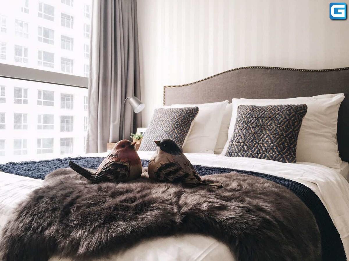 Cho thuê căn hộ 2 phòng ngủ Vinhomes Park 1 nội thất đẹp sang View Hồ Bơi và Sông